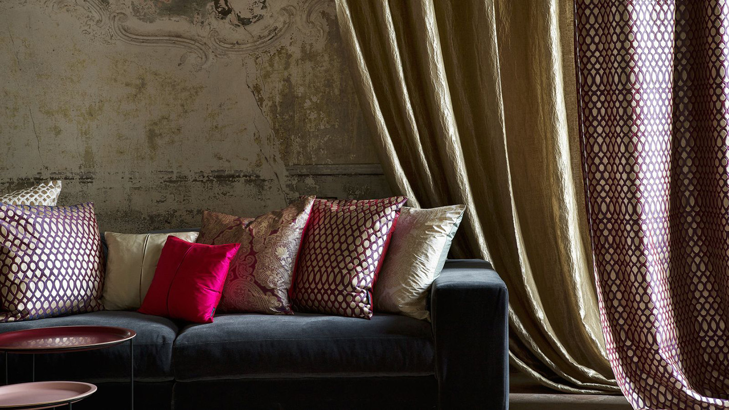 Shine_14394.403_Indorato_14361.118_Sofa-Vogue_13833.325_Cushions_Jamila_Shah_Indorato_L_LS_300-1600×900